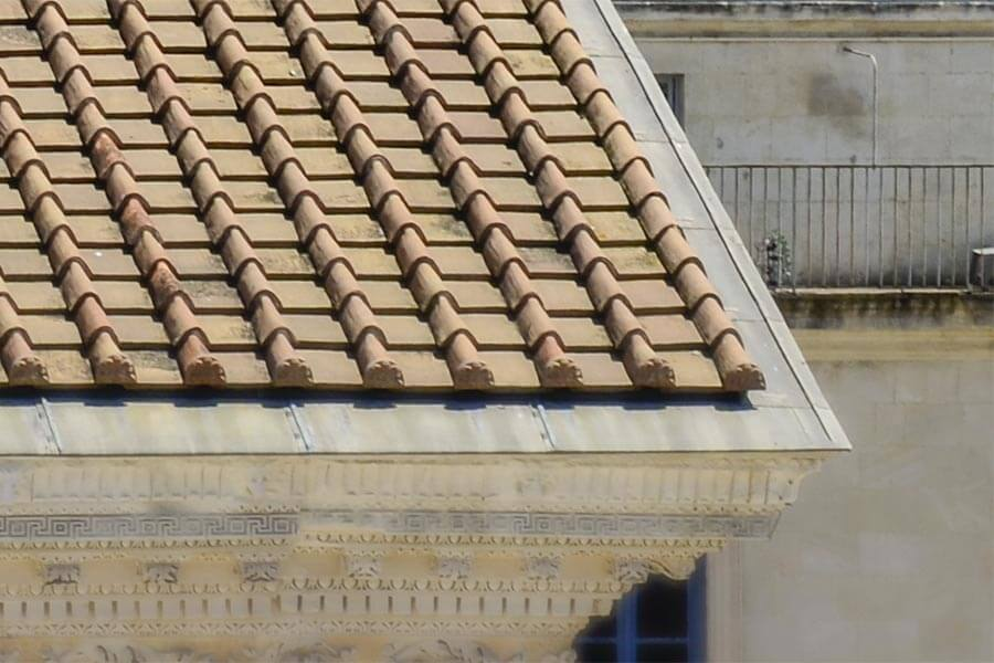 Maison Carrée in Nîmes mit Tegula und Imbrex-Ziegeln im Detail © Siegbert Mattheis