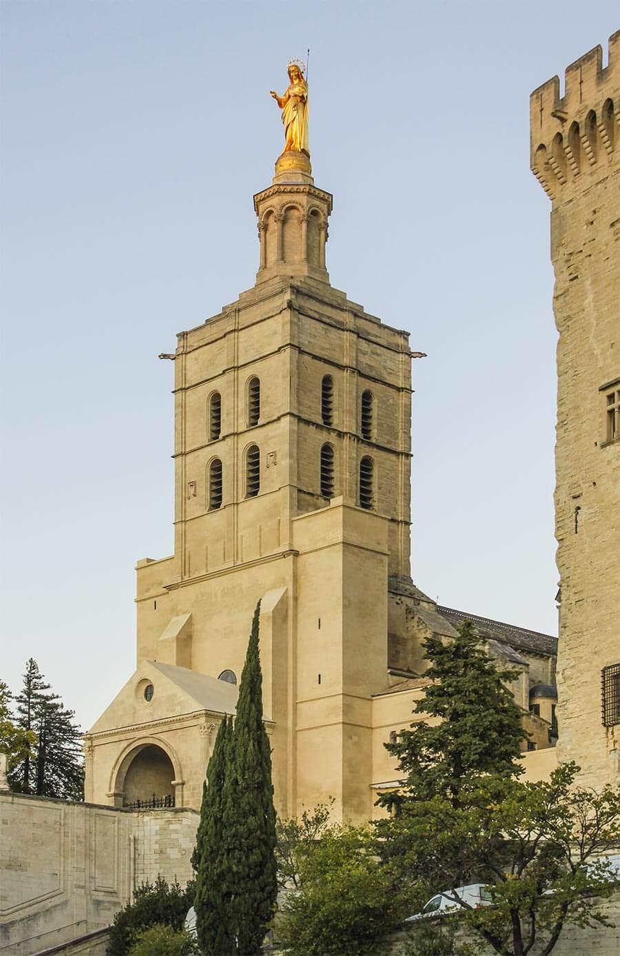 Die Kathedrale Notre Dame des Doms d'Avignon neben dem Palast © Siegbert Mattheis