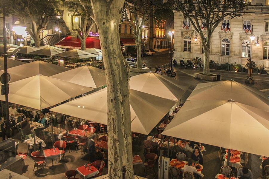 Auch abends auf dem Place d'Horloge ist immer etwas los © Siegbert Mattheis