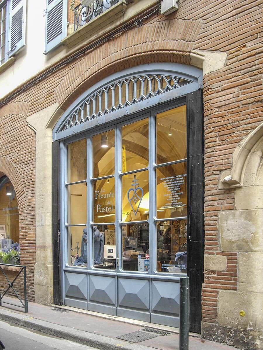 Außenansicht der Fleurée de Pastel, eine Boutique in Blau