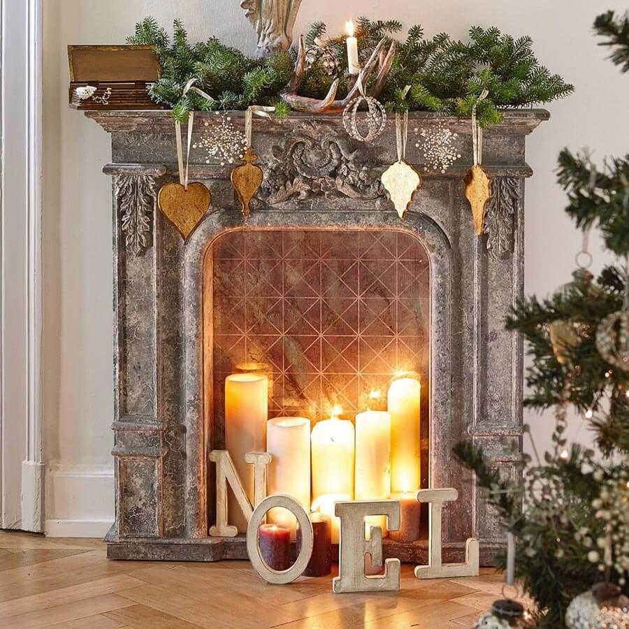Eine Alternative für Mietwohnungen bietet eine Kaminkonsole mit Kerzen