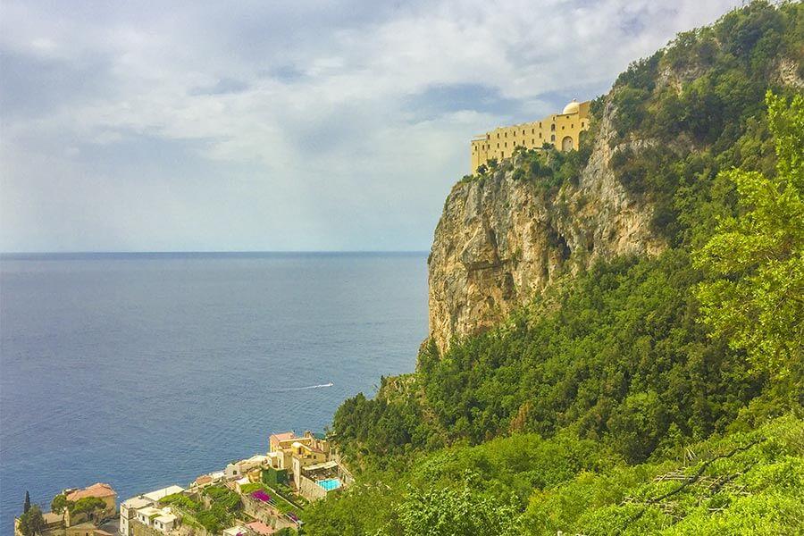 Hier im Kloster Santa Rosa hoch über der Amalfiküste wurde die Sfogliatella erfunden © Siegbert Mattheis