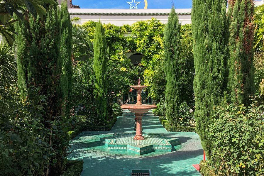 Der Garten der Großen Moschee ist der Alhambra in Granada nachempfunden © Siegbert Mattheis