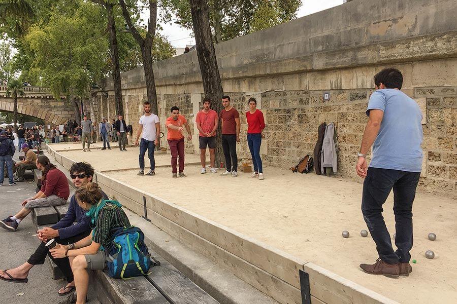 Am neuen Parc des Rives de Seine treffen sich alle Schichten und alle Altersgruppen aus Paris © Siegbert Mattheis