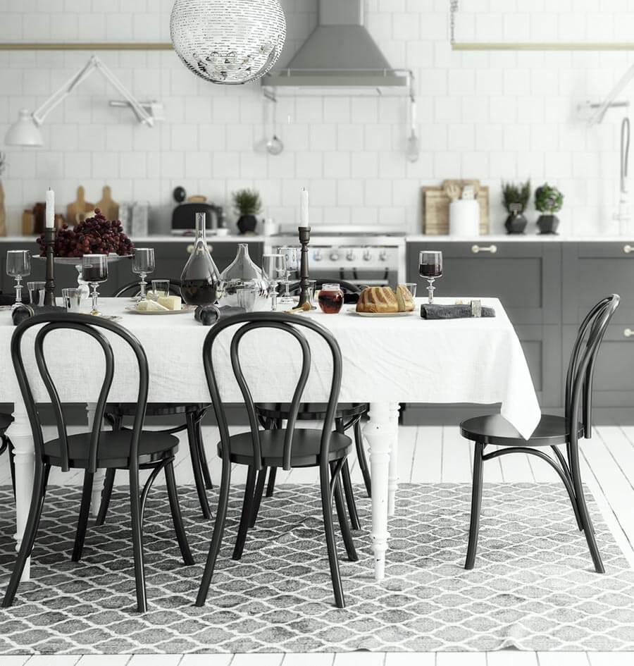 Kelim Teppich in leichtem Grauton in der Küche