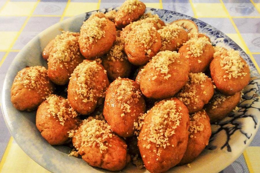 Melomakarona, griechisches Weihnachtsgebäck aus Mehl, Olivenöl und Honig © Wikipedia