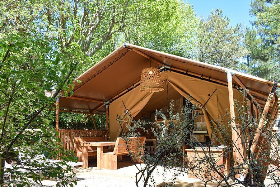 Komfortables Safarizelt auf dem Campingplatz Le Bélezy