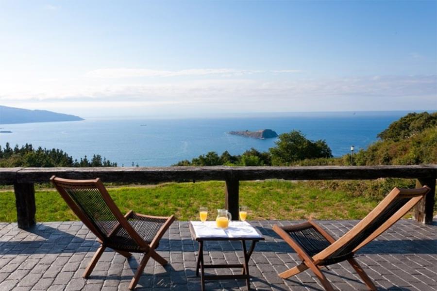 Der Blick aufs Meer von der Terrasse aus