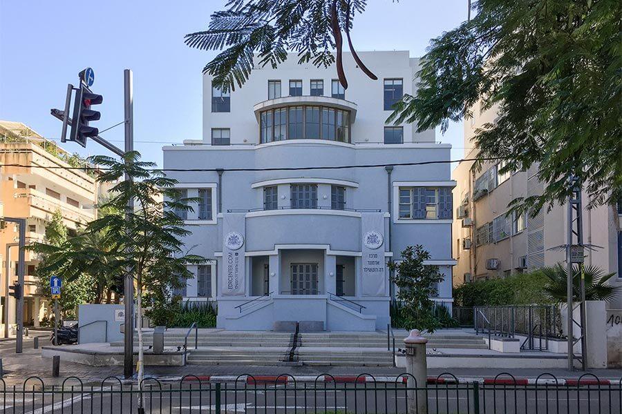 Das Rothschild Center für Kunst und Kultur, Rothschild Boulevard 104. Das Gebäude wurde 1928 im expressionistisch modernen Stil erbaut und vor Kurzem renoviert © Siegbert Mattheis