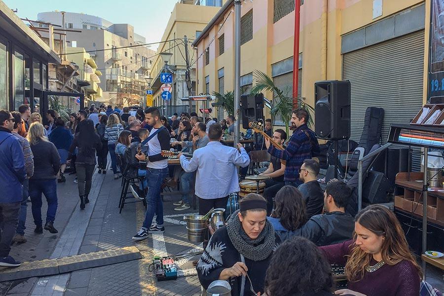 Am Freitag tobt das Leben wie hier im Flohmarktviertel © Siegbert Mattheis