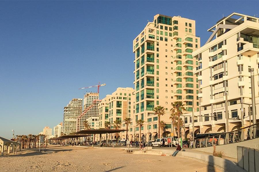 Tel Aviv: 14 km feiner Sandstrand, von Hochhäusern gesäumt © Siegbert Mattheis