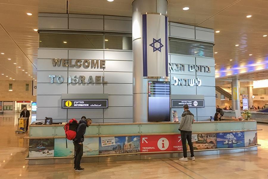 Der Info-Schalter am Flughafen Ben Gurion, zentral in der Ankunftshalle gelegen © Siegbert Mattheis