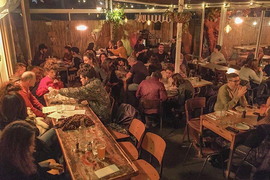 Bicicletta-Restaurant im Hinterhof mit zwangloser, gemütlicher Atmosphäre