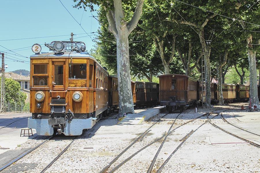 Die historische Eisenbahn im Bahnhof von Sóller © Siegbert Mattheis