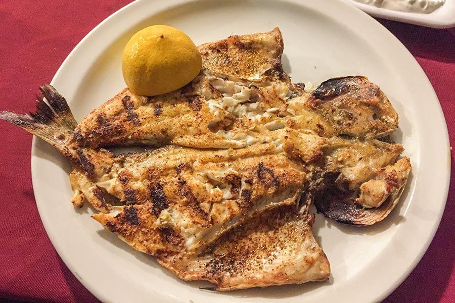 Fischgericht im Abu Nassar-Restaurant