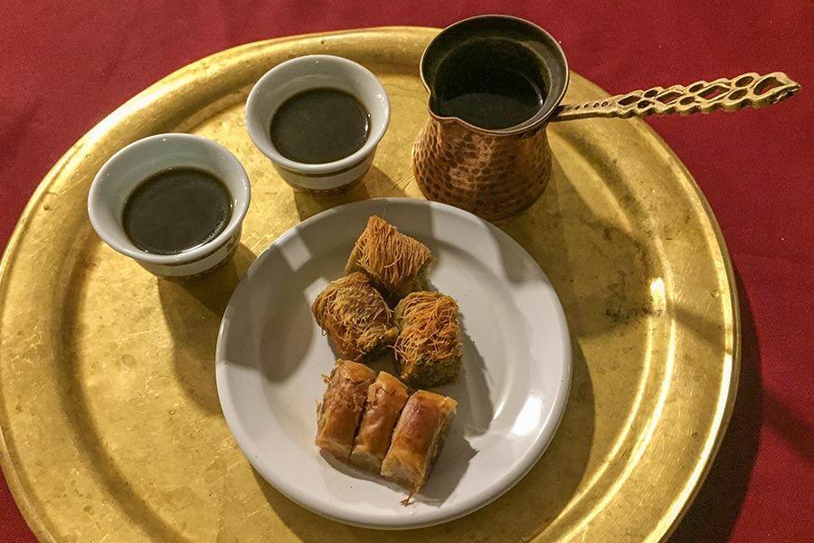Kaffee und Baklava