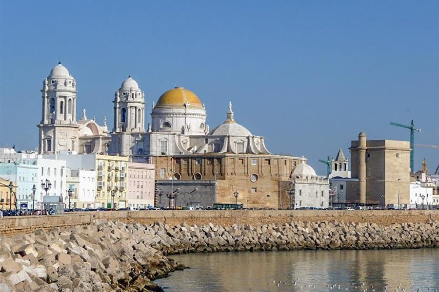 Die Kathedrale mit der goldenen Kuppel © CadizTurismo