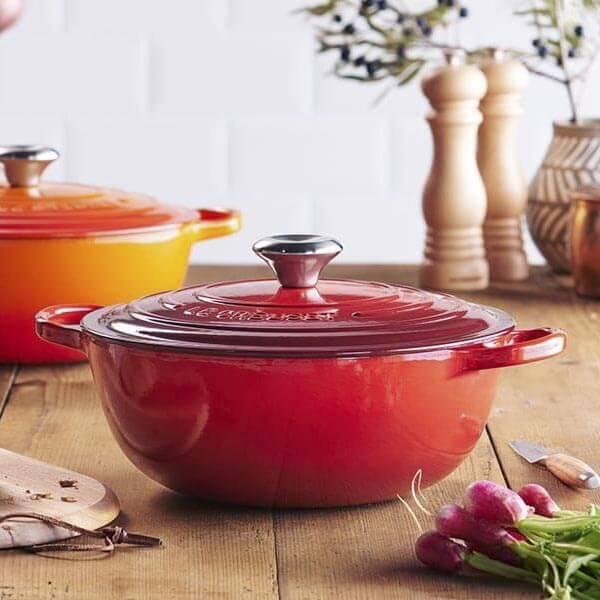 Typischer Kochtopf aus Gusseisen und Emaille von Le Creuset © Le Creuset
