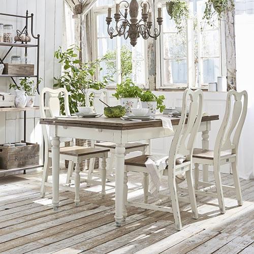 Mediterraner Esstisch aus Holz © Loberon