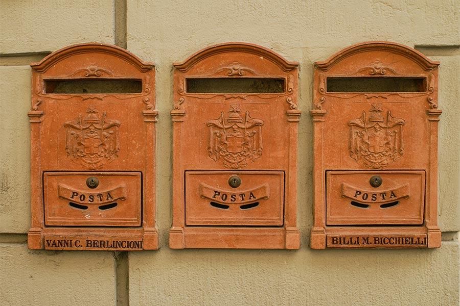 In Impruneta sind auch die Briefkästen aus Terracotta © Siegbert Mattheis