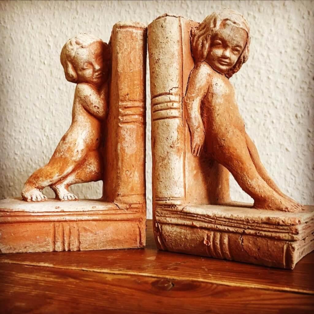 Buchstützen aus Terracotta © Claudia Mattheis