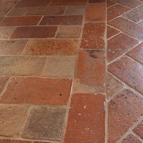 Terracottafliesen in einer italienischen Wohnung © Siegbert Mattheis