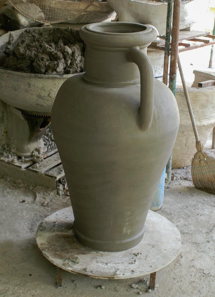 Terracotta-Amphore im Rohzustand vor dem Brennen © Siegbert Mattheis