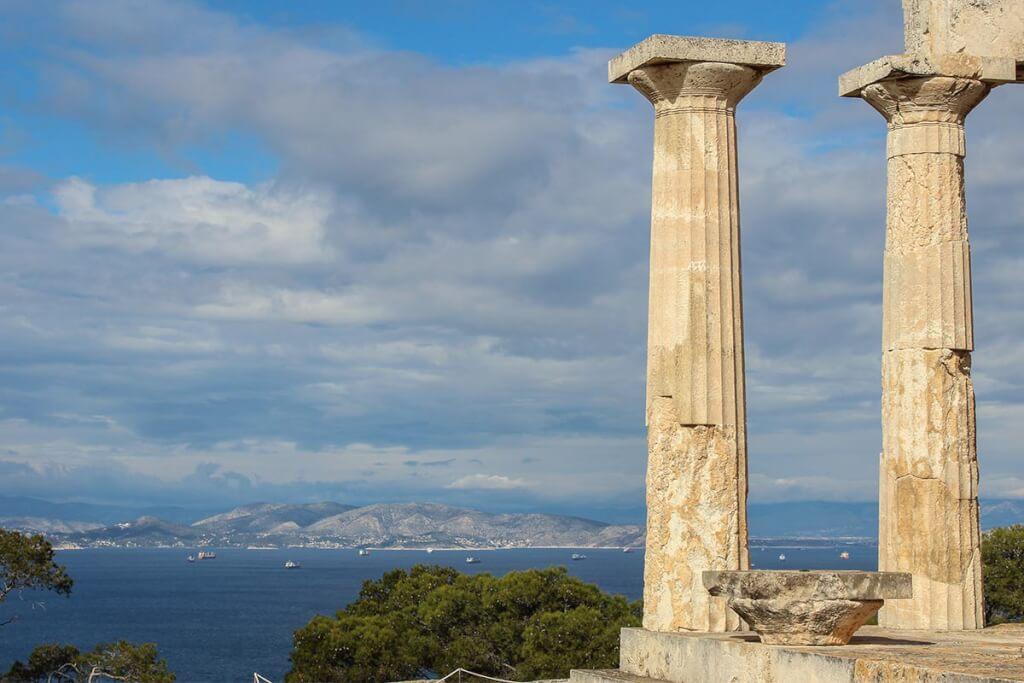 Vom über 2.000 Jahre alten Tempel der Aphaia auf Aegina hat man einen atemberaubenden Blick auf Piräus und Athen © Siegbert Mattheis