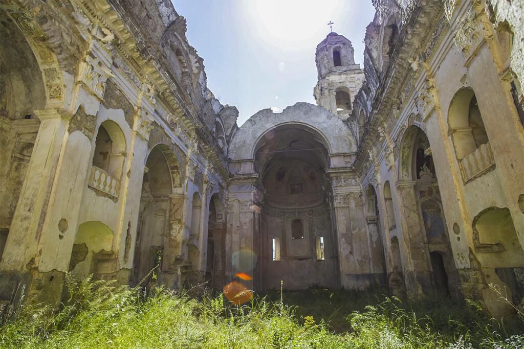 Die Reste der Kirche, in der die meisten Bewohner den Tod fanden © Siegbert Mattheis