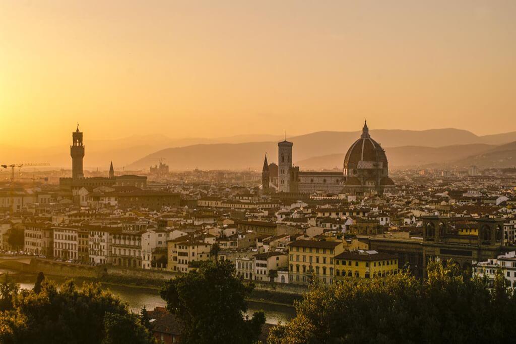 Vom Piazzale Michelangelo aus bietet sich ein wunderbarer Blick auf Florenz bei Sonnenuntergang © Siegbert Mattheis
