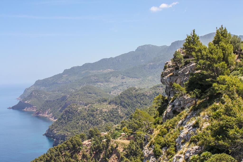 Blick vom Mirador de Ricardo Roca auf Mallorca an der Ma-10 von Andratx nach Banyalbufar © Siegbert Mattheis