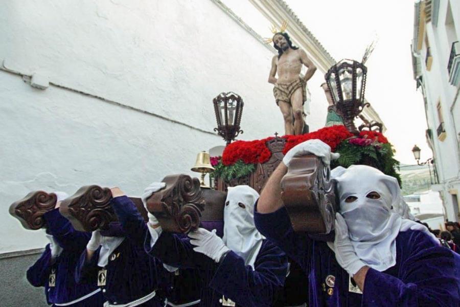 Auf sog. Pasos, Altarbühnen, wird Christus durch die Stadt getragen © Turespaña