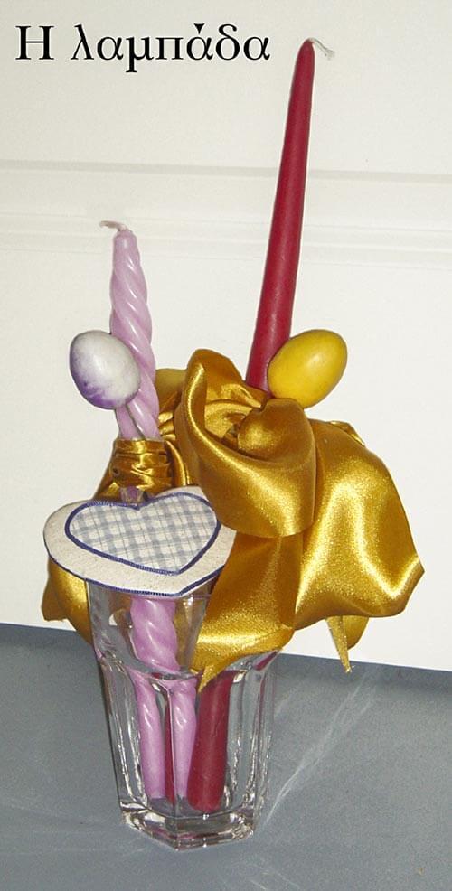 """""""Lambáda"""", die lange Kerze wird mit allen möglichen Schmucksachen, Blumen, Stoffen, bunten Bändern, sogar mit Spielzeug dekoriert © Christina Giakoumelou"""