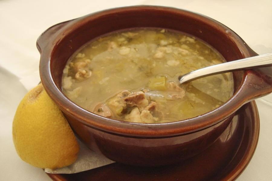 Magirítsa, eine milde Suppe aus Salatgrün oder Spinat, Ei und Lamm-Innereien © Siegbert Mattheis