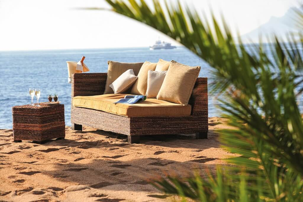 Relaxen am Strand von Cannes © Semec-Kelagopian