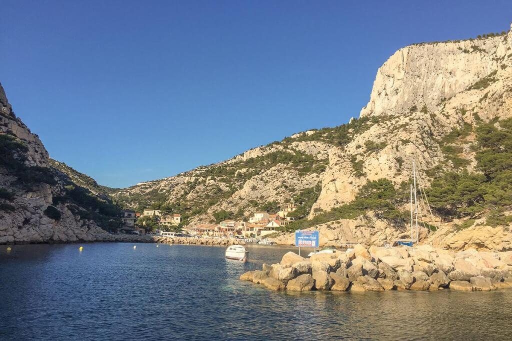 Östlich von Marseille, wie hier die Calanques Sormiou finden sich an den felsigen Küsten viele Strandbuchten © Siegbert Mattheis