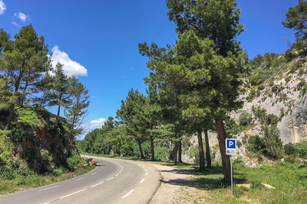 Traumhafte Straße durch Les Alpilles kurz nach Saint-Rémy de Provence © Siegbert Mattheis