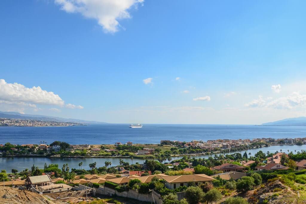 Die Meerenge von Messina, rechts Sizilien, links das italienische Festland von der Strada Panoramica dello Stretto aus gesehen © Siegbert Mattheis