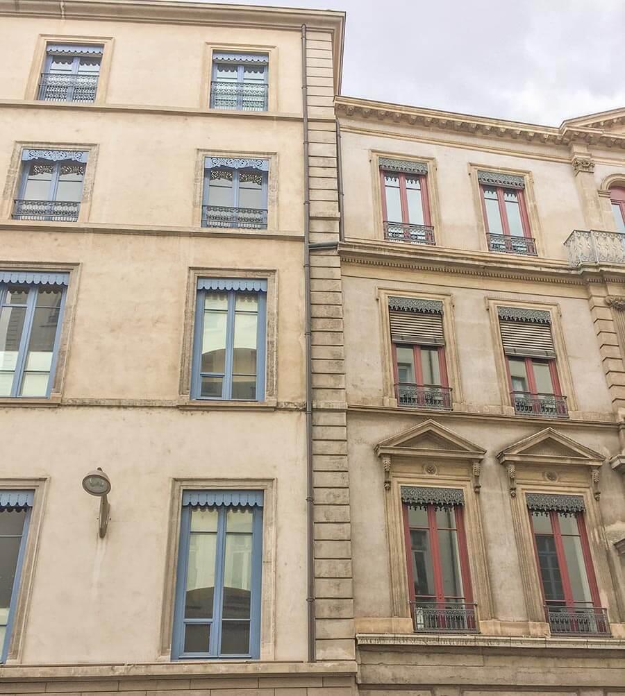 Lambrequins findet man auch an alten Gebäuden in der Altstadt von Lyon © Siegbert Mattheis