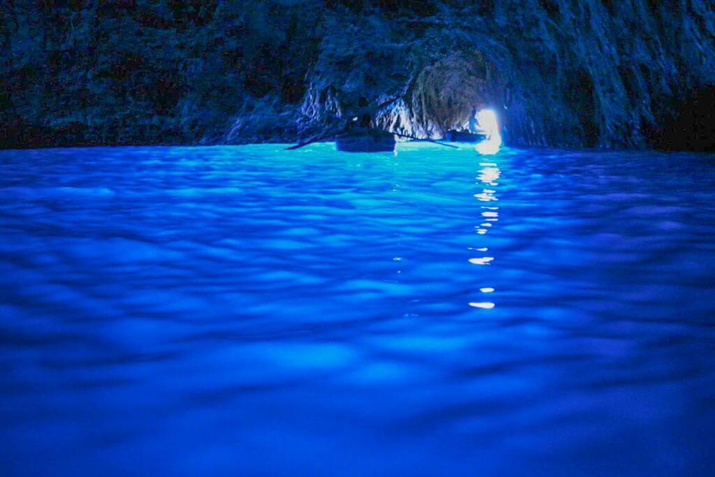 Ein unwirkliches, intensives Blau in der blauen Grotte © Wikipedia