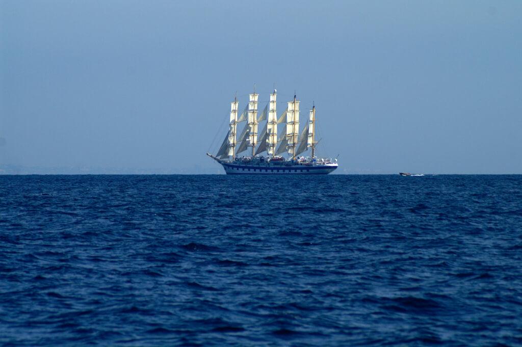 Kreuzfahrt der luxuriösen Art: die Royal Clipper, das größte Segelschiff der Welt vor Capri © Siegbert Mattheis