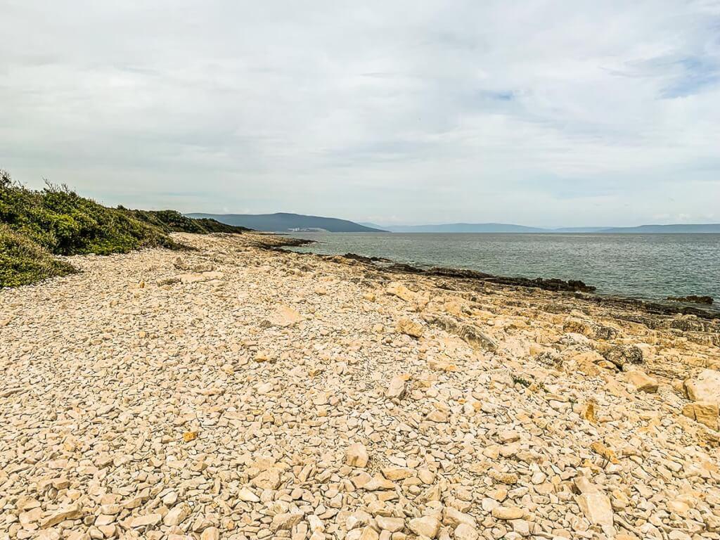 Große Kiesel und viel Ruhe beim Strand ohne Namen © Siegbert Mattheis