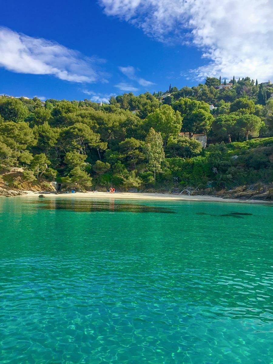 Plage L'Eléphant, kleine Bucht mit türkisfarbenem, kristallkaren Wasser © OT Le Lavandou