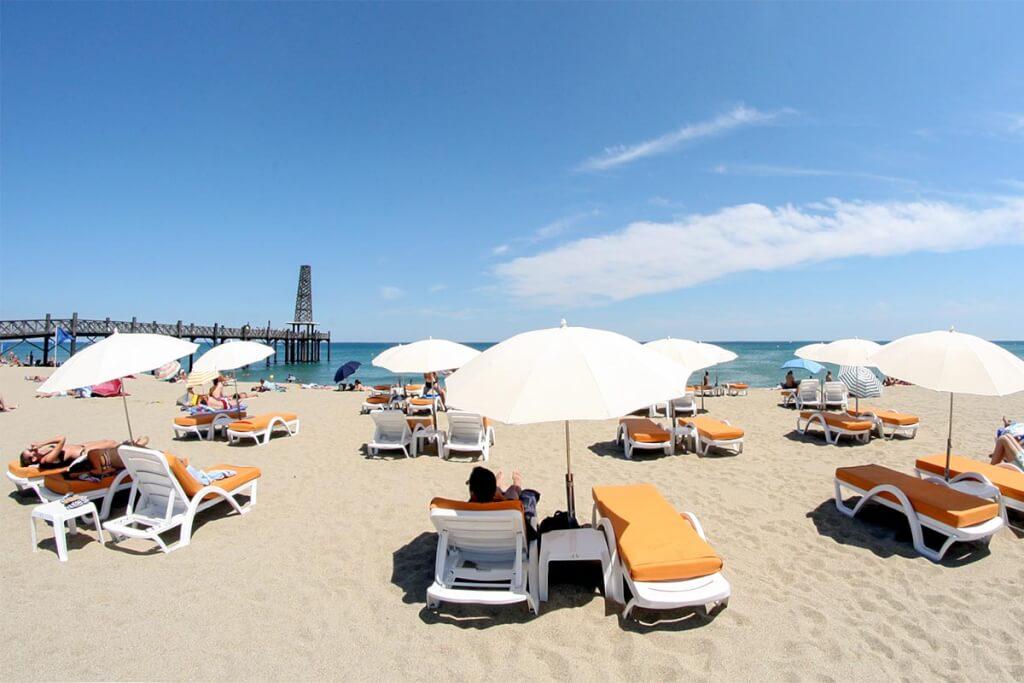Strand des Restaurants Le Dix Vins © OT Leucate