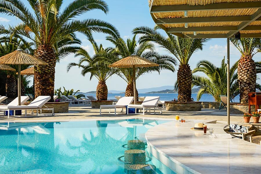 Pool unter Palmen direkt am Meer: Eagles Palace & Spa auf Chaldikiki © INTOSOL Holdings PLC