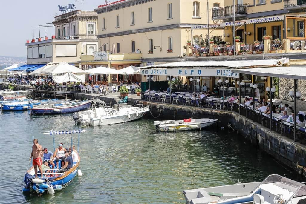Fischrestaurants im Viertel um das Castell d'Ovo © Siegbert Mattheis