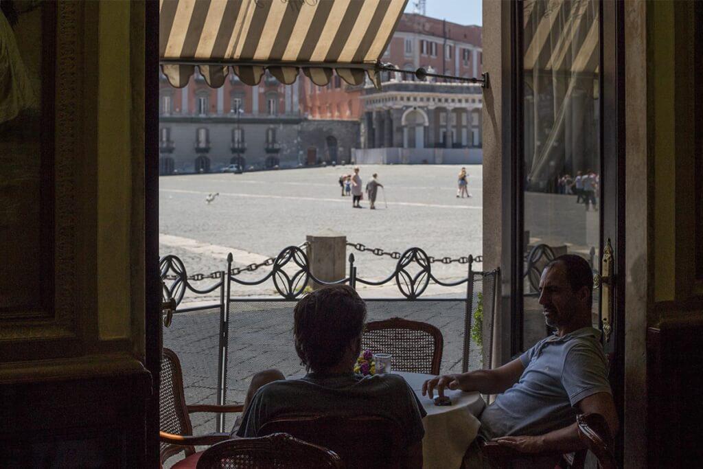 Entspanntes Gespräch im Caffé Gambrinus mit Blick auf die Piazza © Siegbert Mattheis