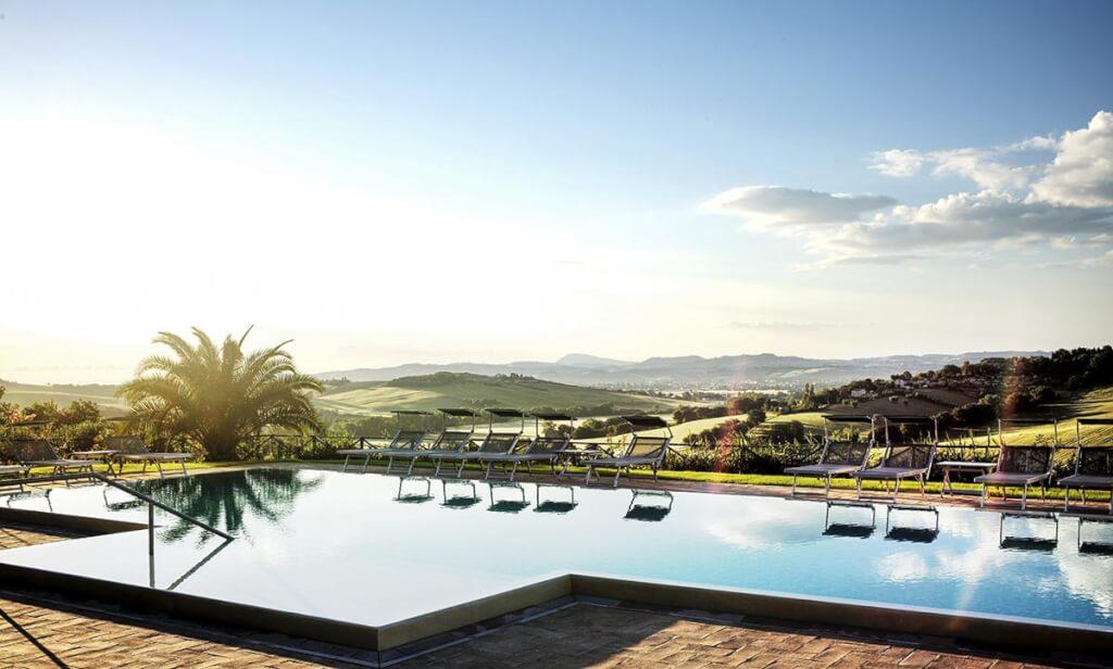 Traumhafter Ausblick vom Pool des Poggio Antico © Poggio Antico