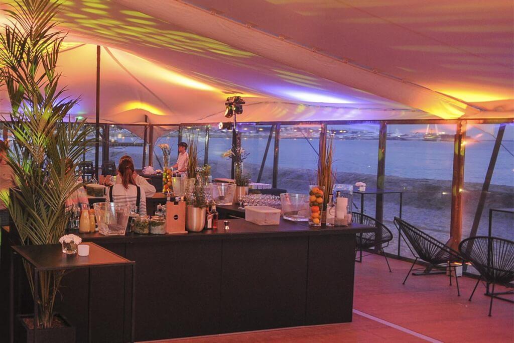 Abends im neuen Rado Beach Helen entspannt auf die Bucht in Cannes blicken © Bakir Studio 67