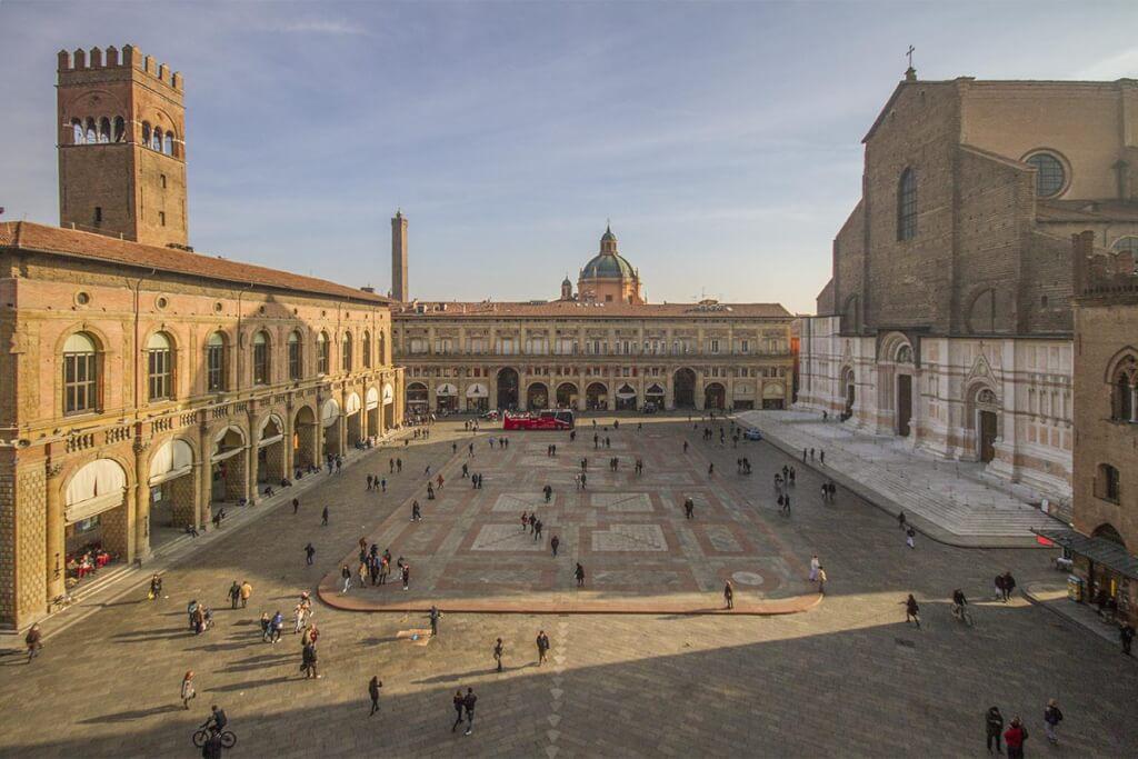 Piazza Maggiore, der Hauptplatz von Bologna, fast wie im 13. Jh © Bologna Welcome